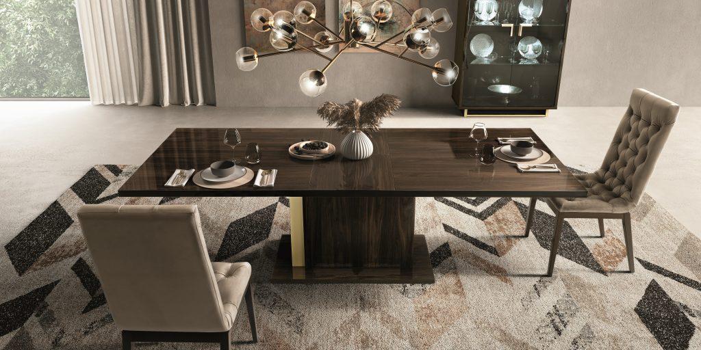 blagovaonica-smeđi-stol-sjajni-luster-mobel-land-domnakvadrat