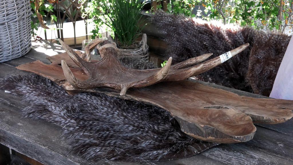 krzno-drvena-taca-rog-iris-mbm-domnakvadrat