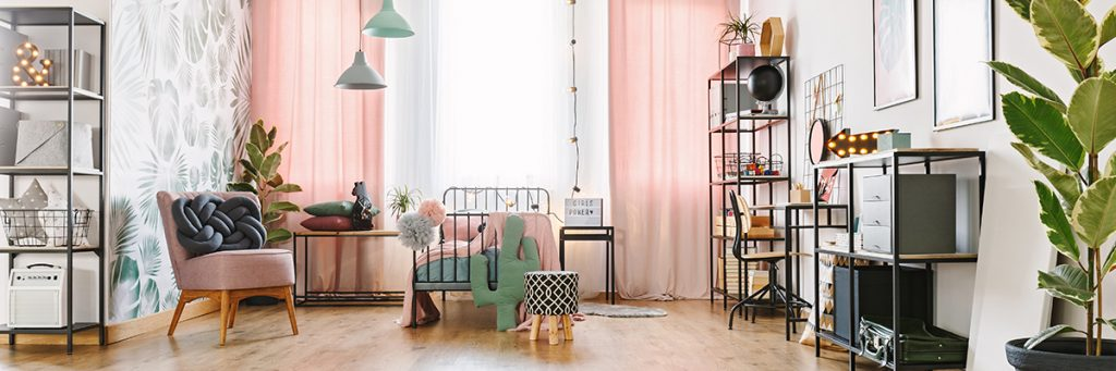 ženska-soba-krevet-fotelja-domnakvadrat