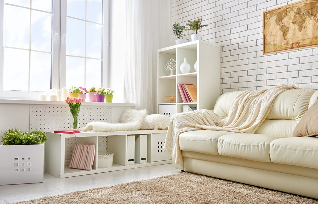 bijela-sofa-krzno-domnakvadrat