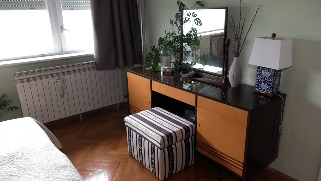 toaletni-stolić-antikvitet-stan-domnakvadrat