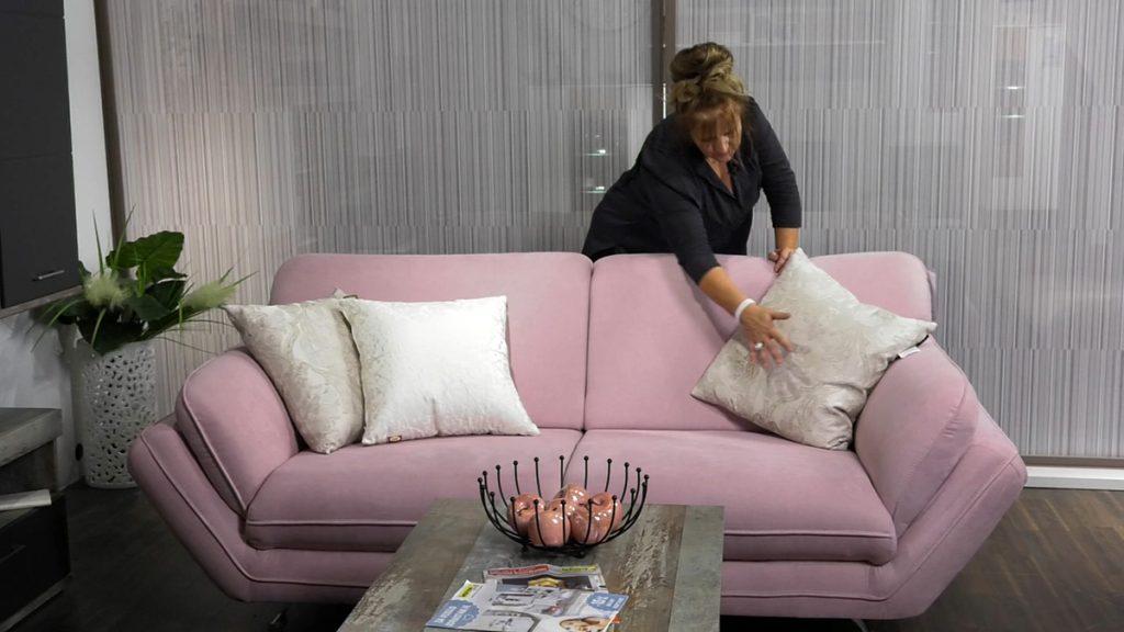 ružičasti-trosjed-jastuci-ukrasni-lesnina-xxxl-domnakvadrat