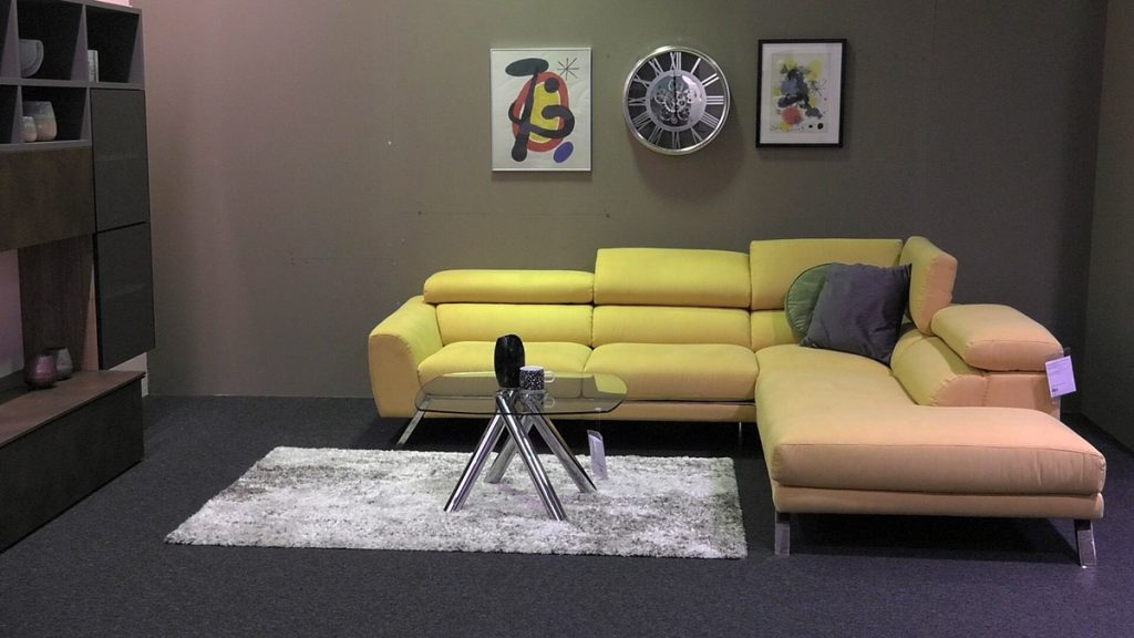 žuta-tekstil-sjedeća-garnitura-mobel-land-domnakvadrat
