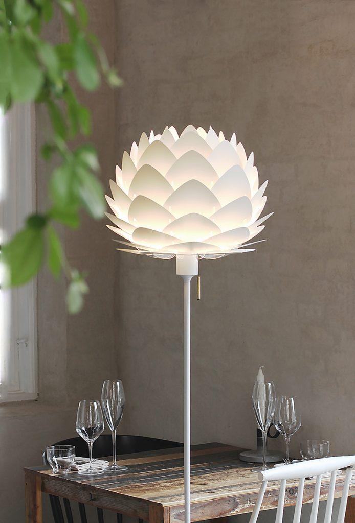 floralna-stolna-lampa-mobel-land-domnakvadrat