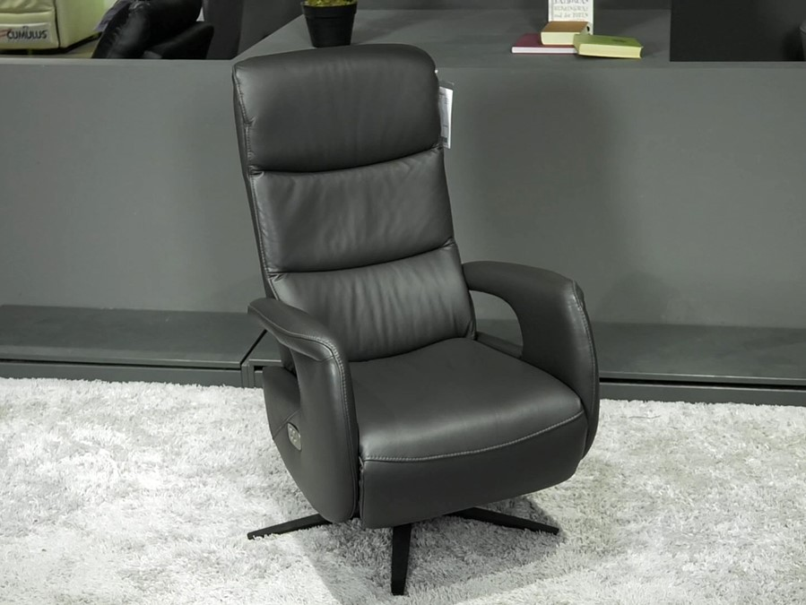 crna-relax-fotelja-lesnina-xxxl-domnakvadrat