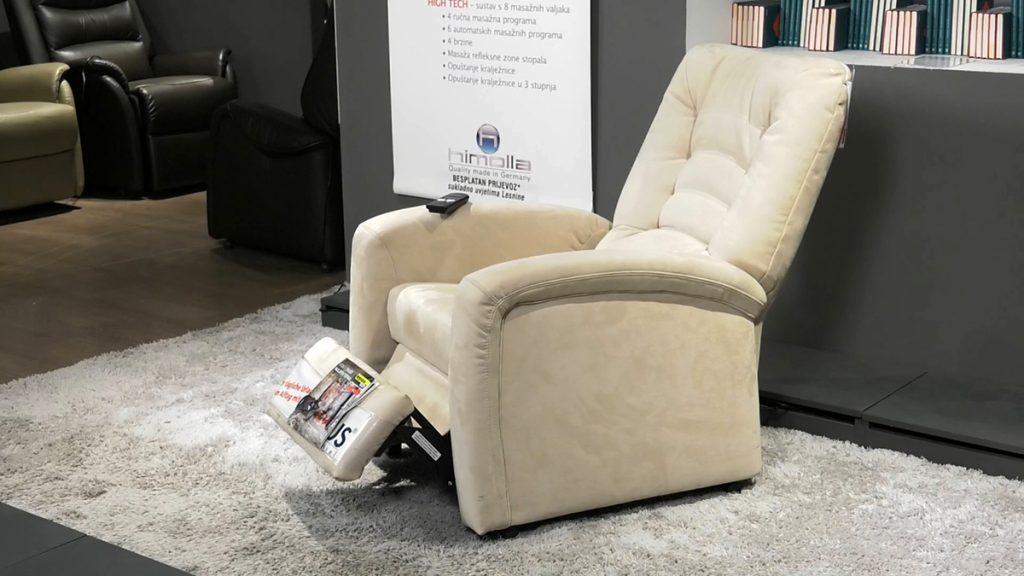 fotelja-za-lakše-ustajanje-lesnina-xxxl-domnakvadrat