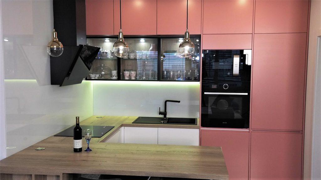 kuhinja-ružičasta-stan-banely-domnakvadrat