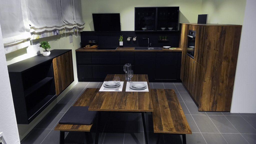 mala-kuhinja-crno-drvena-lesnina-xxxl-domnakvadrat