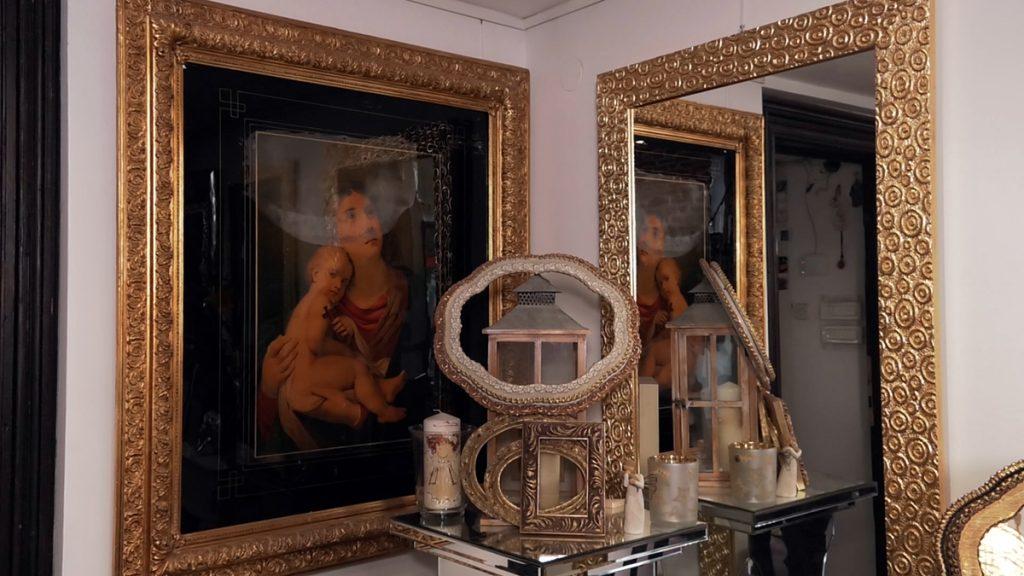 ogledalo-zlatni-okvir-domnakvadrat