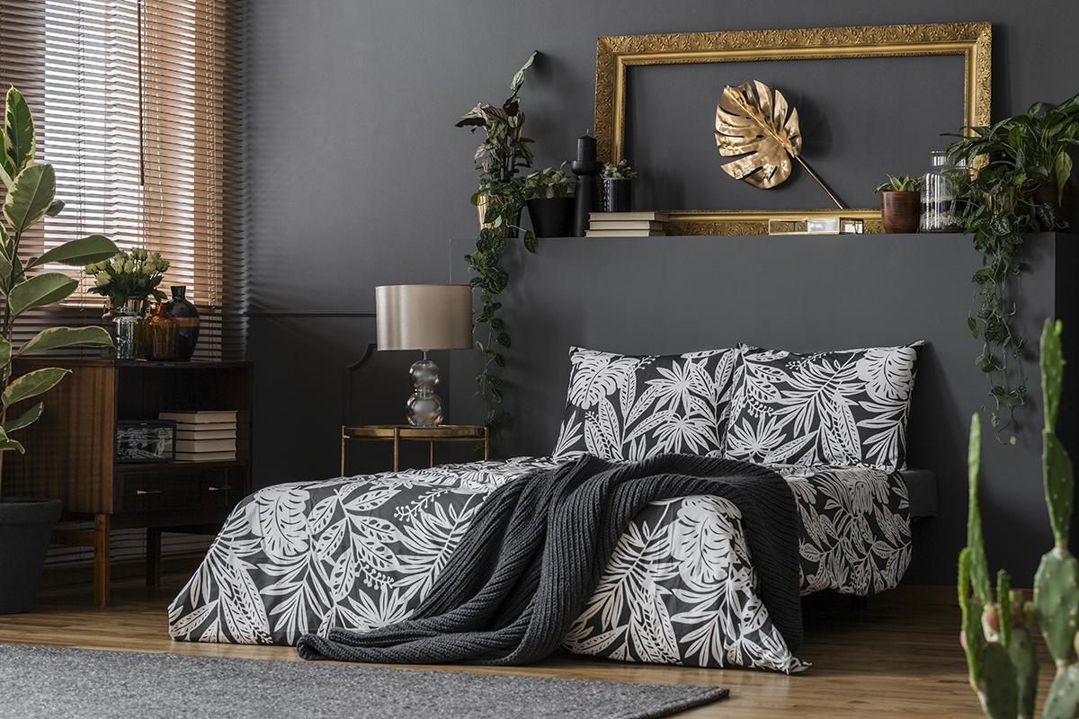 crna-spavaća-soba-zlatni-detalji-domnakvadrat