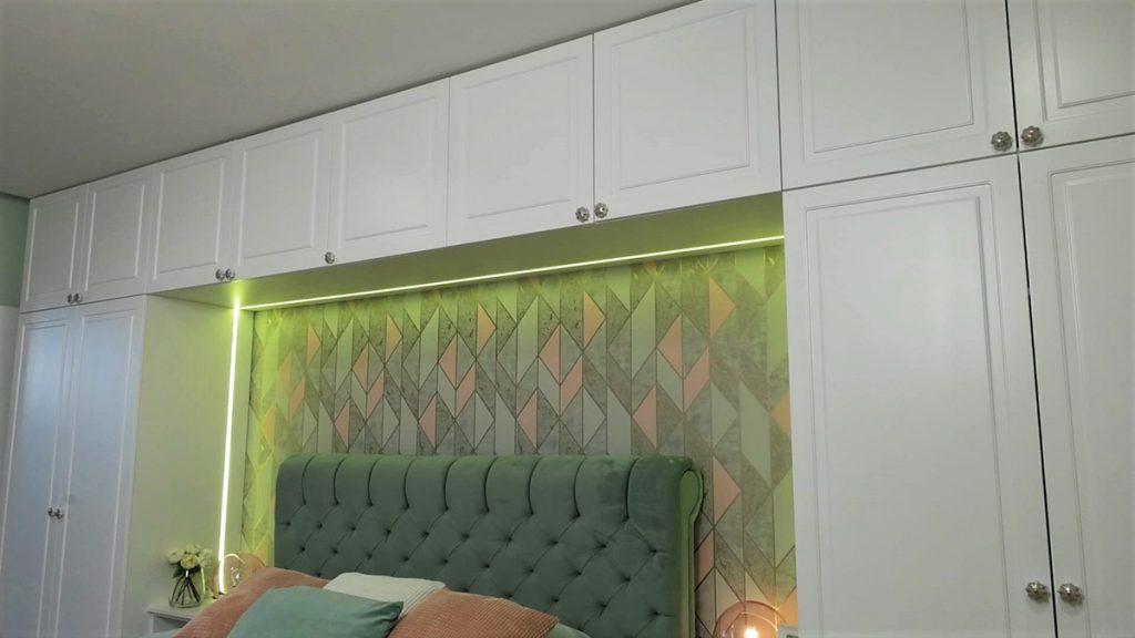 spavaća-soba-tapeta-ormar-stan-banely-domnakvadrat