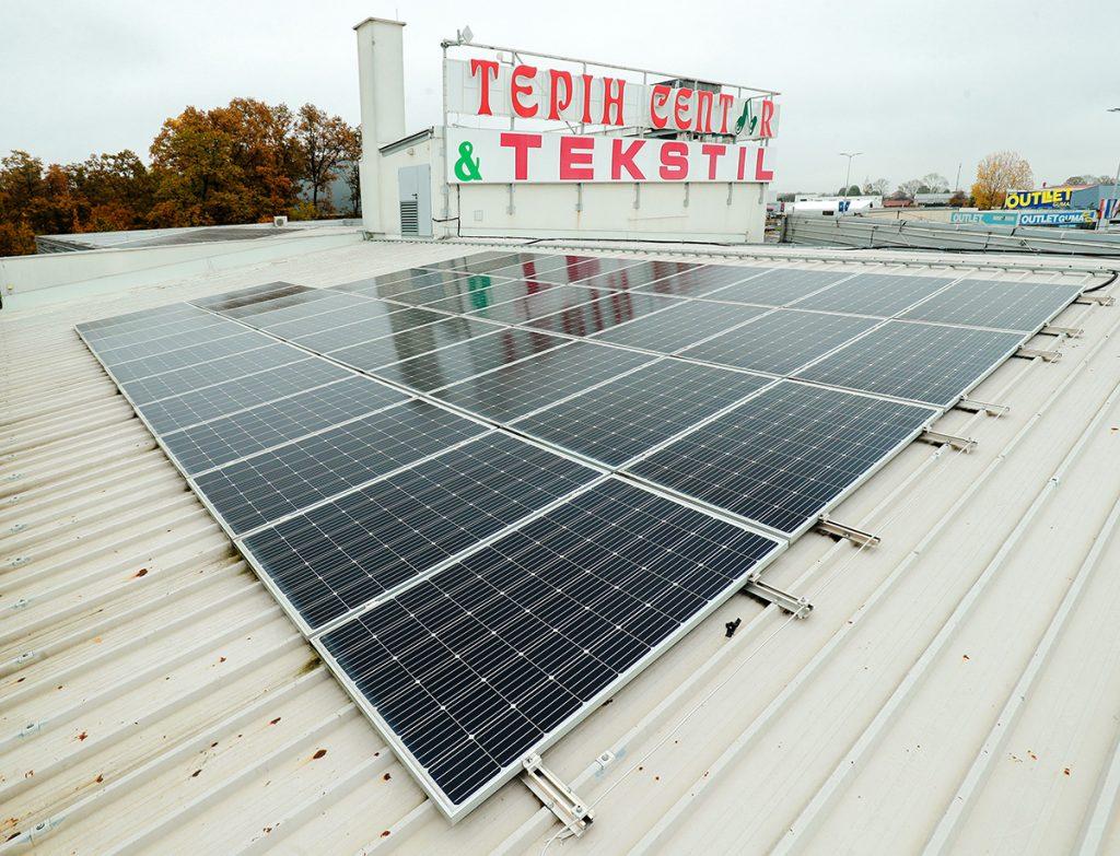 solarni-paneli-krov-tepih-centar-domnakvadrat