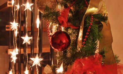 božićne-dekoracije-stepenice-domnakvadrat