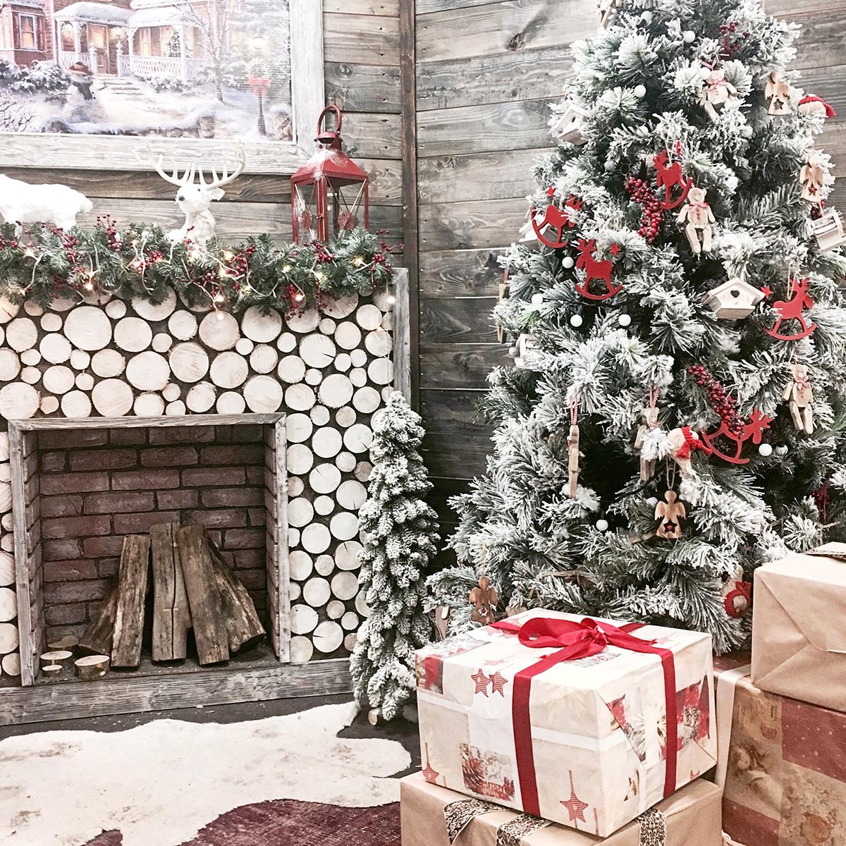 božićno-drvce-okićeno-pokloni-domnakvadrat