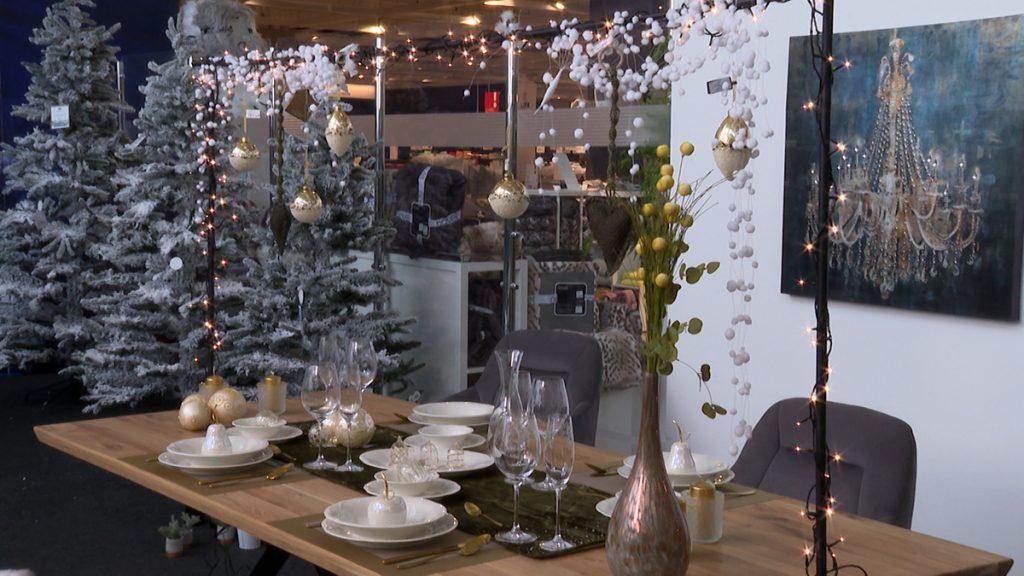 dekoriran-novogodišnji-stol-lesnina-xxxl-domnakvadrat