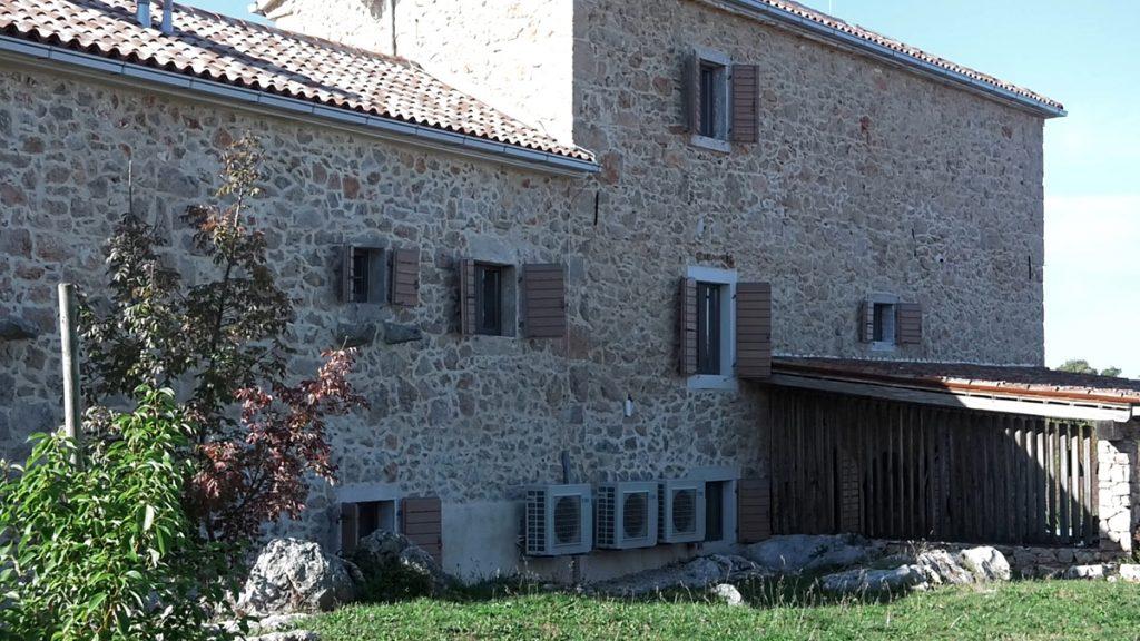 kamena-kuća-klima-uređaji-villa-aria-krk-domnakvadrat