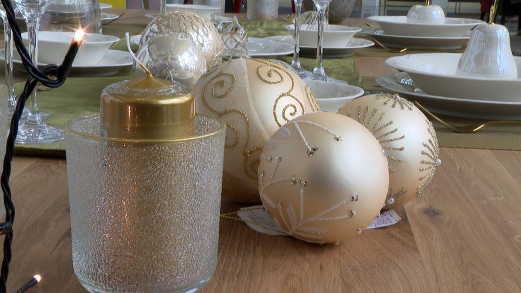 ukrasi-novogodišnji-stol-lesnina-xxxl-domnakvadrat