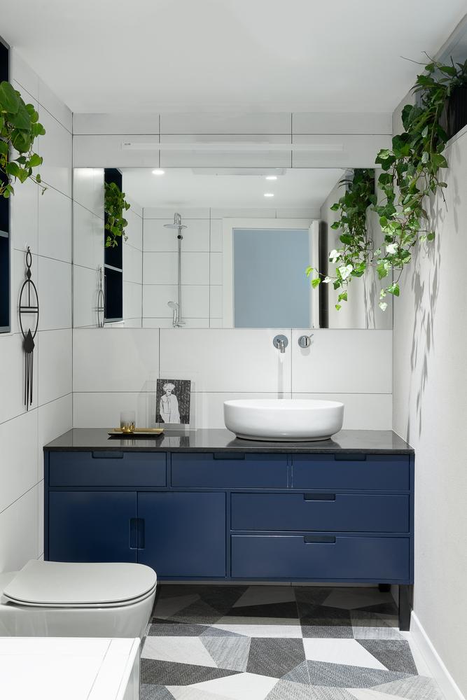 kupaonica-plavi-ormar-stan-telaviv-domnakvadrat