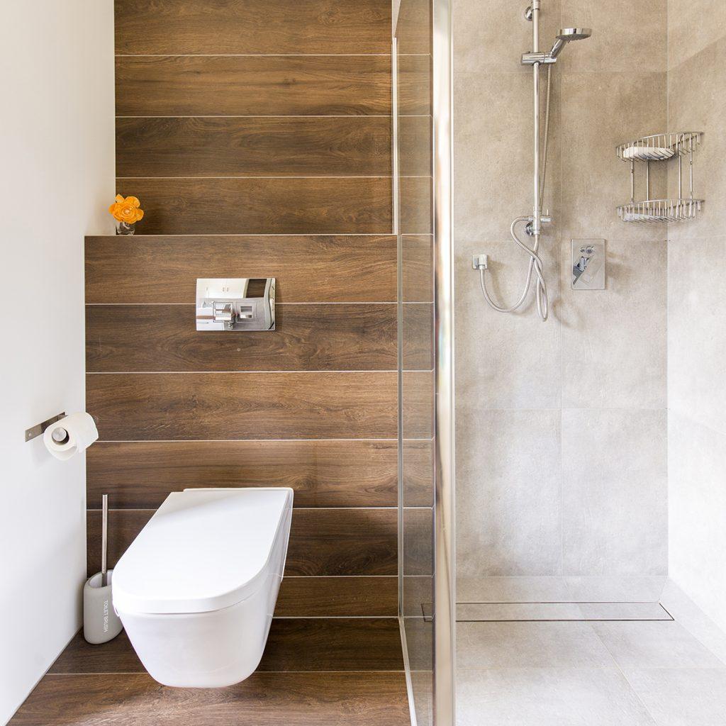 kupaonica-wc-školjka-drvo-domnakvadrat
