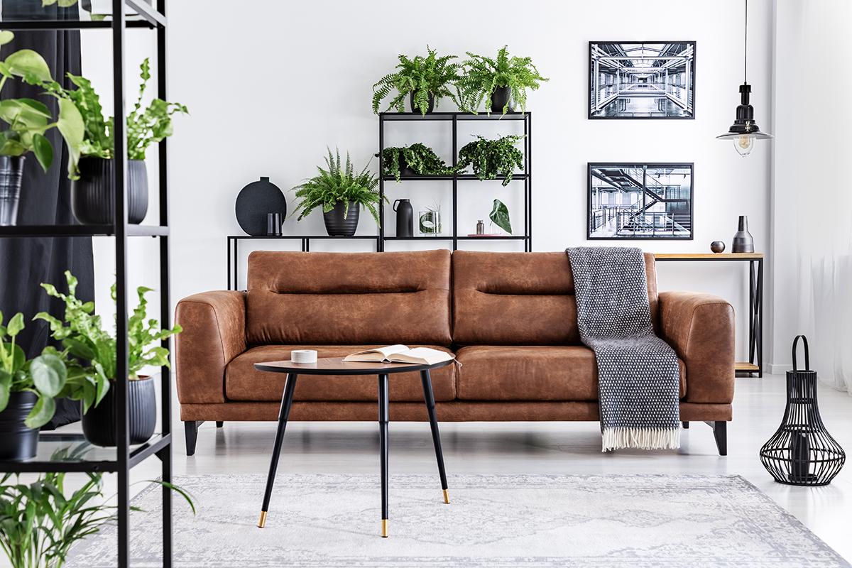 kožna-smeđa-sofa-domnakvadrat