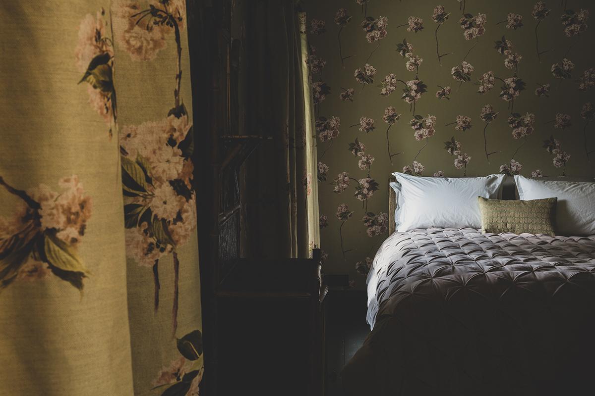 spavaća-soba-cvjetni-uzorak-domnakvadrat