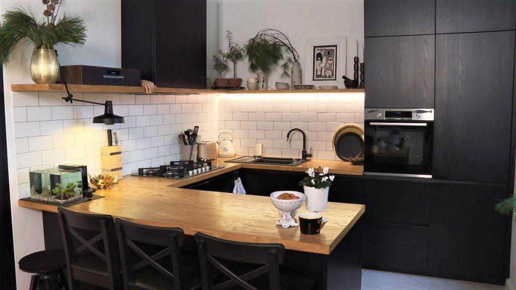 kuhinja-crna-bijele-pločice-vedrana-domnakvadrat