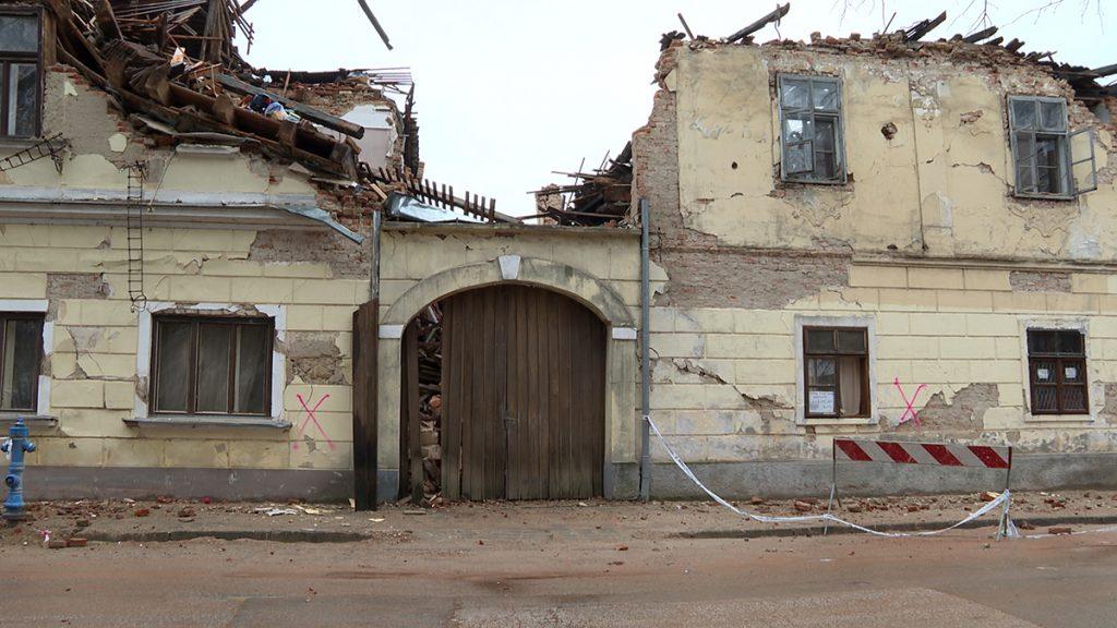 razrušena-zgrada-domnakvadrat