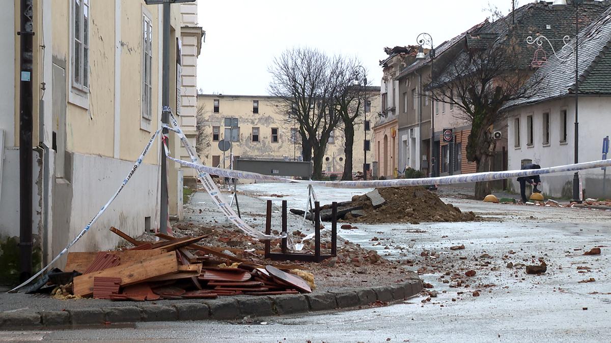 razrušene-zgrade-petrinja-domnakvadrat