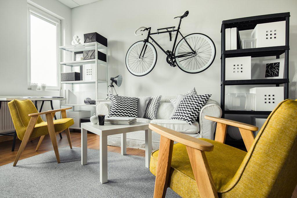 moderni-boravak-bicikl-rustikalne-žute-fotelje-domnakvadrat