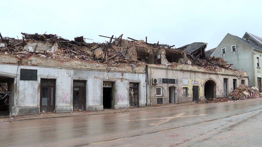 stare-zgrade-razrušene-petrinja-domnakvadrat