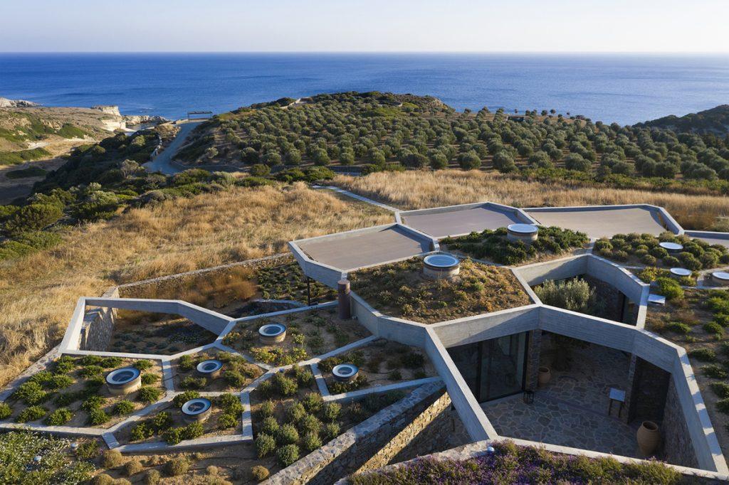 kamena-kuća-vrt-na-krovu-grčka-domnakvadrat