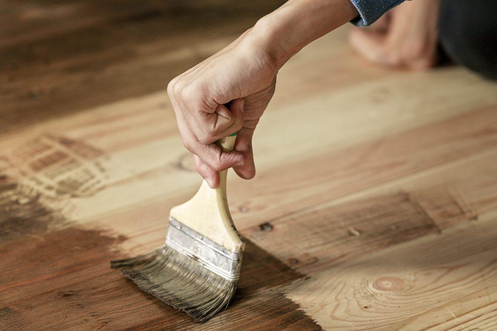 lakiranje-drvenog-poda-domnakvadrat
