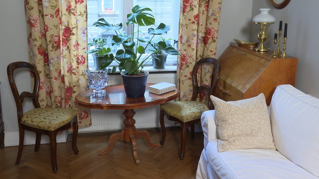 stolci-stol-antikni-stan-domnakvadrat
