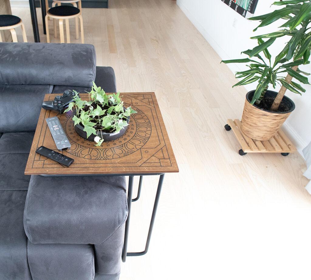 stolić-za-zalijevanje-trosjed-domnakvadrat