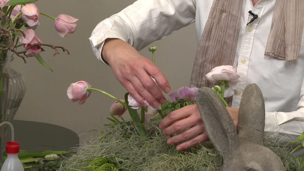 stavljanje-cvijeća-u-epruvete-nataša-kravar-domnakvadrat
