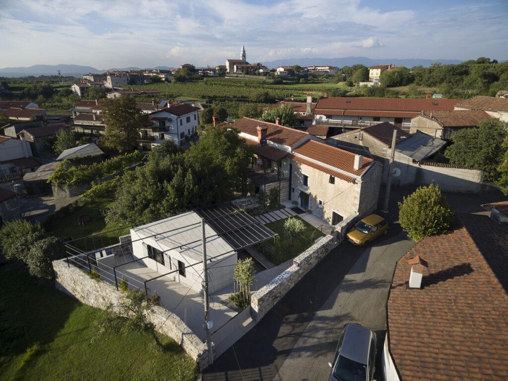 kamena-kuća-iz-zraka-slovenija-domnakvadrat