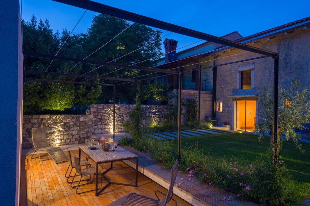 kamena-kuća-vrt-terasa-slovenija-domnakvadrat