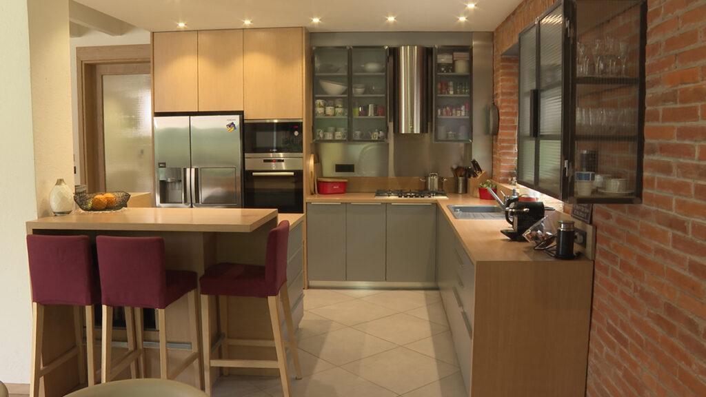 moderna-kuhinja-retro-elementi-kuća-cvjetno-domnakvadrat