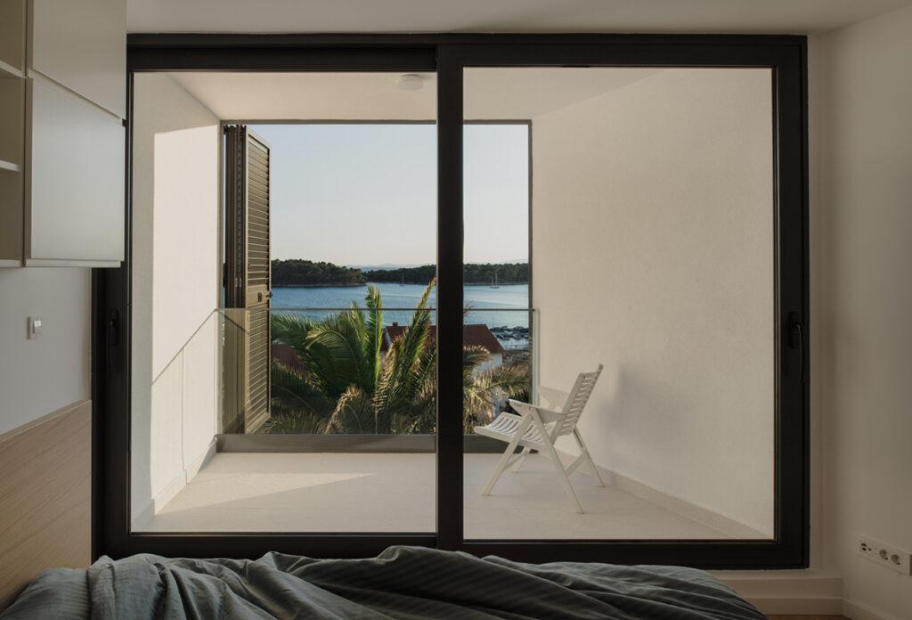 pogled-iz-spavaće-sobe-vila-rab-domnakvadrat