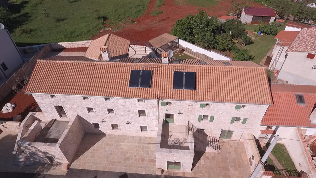 kuća-sa-solarnim-panelima-istra-domnakvadrat