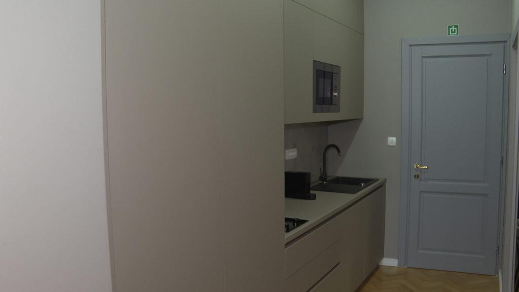 kuhinja-blok-mat-siva-apartmani-domnakvadrat