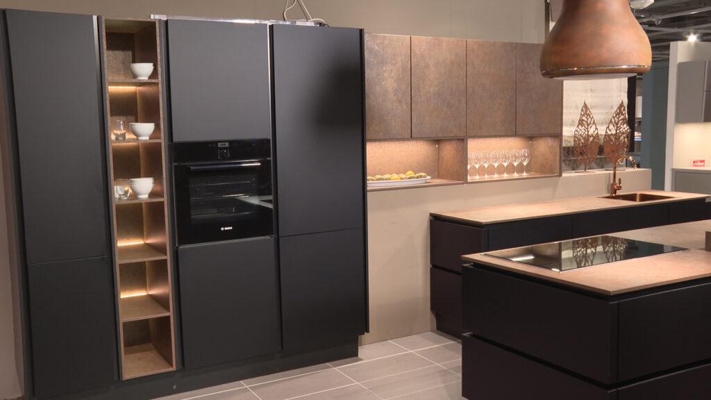moderna-kuhinja-crno-bakrena-lesnina-xxxl-domnakvadrat