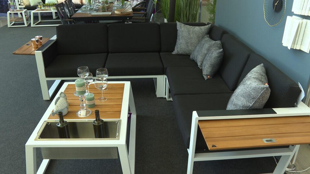 ozbiljna-lounge-zona-lesnina-xxxl-domnakvadrat