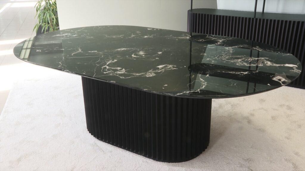 mramorni stol