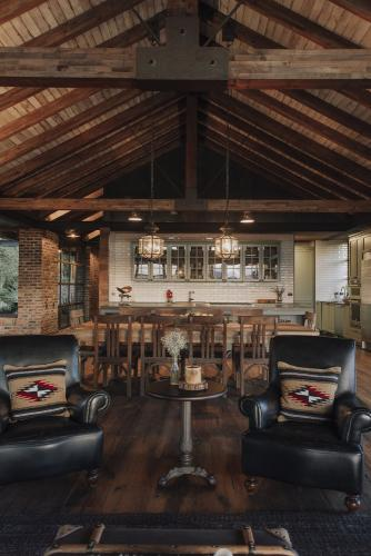 strop-drveni-grede-boravak-kuća-kolumbija-domnakvadrat