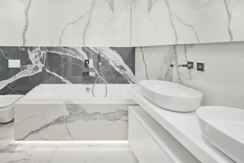 kupaonica-kada-mramor-stan-dežmanova-domnakvadrat