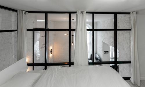 spavaća-soba-staklena-stijena-opera-stan-domnakvadrat