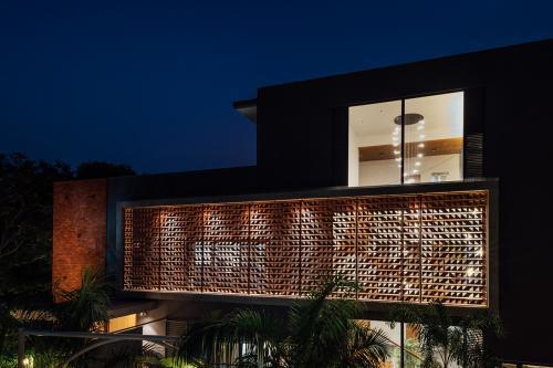 kuća-indija-fasada-mrak-domnakvadrat