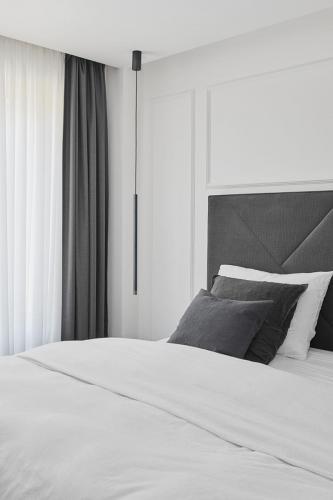 spavaća-soba-krevet-stan-dežmanova-domnakvadrat