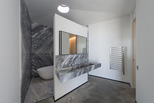 kupaonica-kamena-kuća-grčka-domnakvadrat